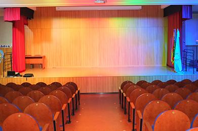 Megafonía, iluminación y video proyección salón de actos colegio