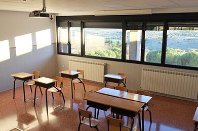Red de comunicaciones y video proyección en colegio